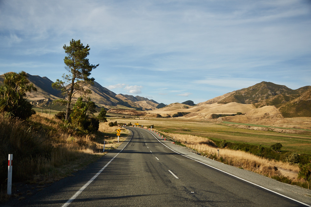 Neuseeland, Südinsel, Roadtrip, Rundreise, reisen, Urlaub, Reiseblog, Straße, Landschaft, Miles and Shores