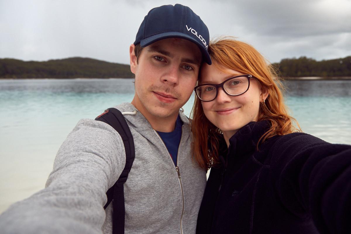 Fraser Island, experience, UNIQUE, tour, selfie, Lake McKenzie, See, Regenwasser, klar, bewölkt, Regentag