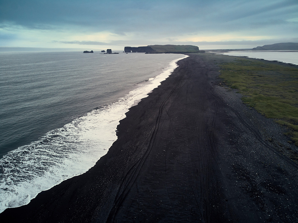 Black beach, near Vik, Island, Iceland, Route für den Roadtrip, drone, flying a drone in Iceland, Drohne fliegen in Island, where to fly a drone, Miles and Shores, schwarzer Strand, Must See, Bucketlist